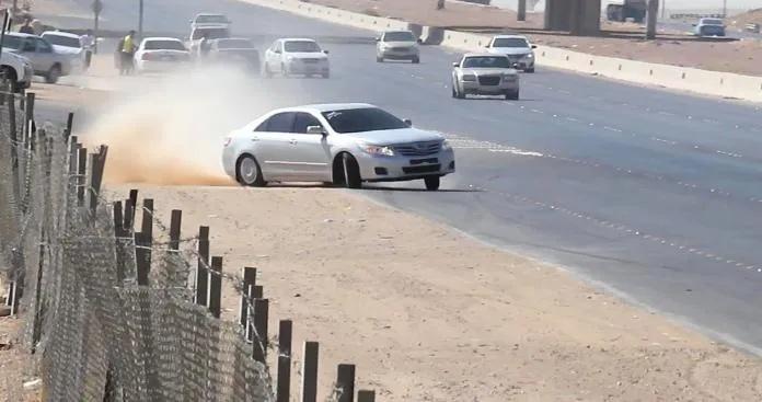 مواطن يدهس فتاتين في السعودية بطريقة مروعة .. شاهد الفيديو